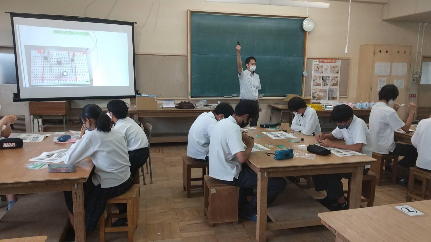 Eオンライン出前授業摂津3中1